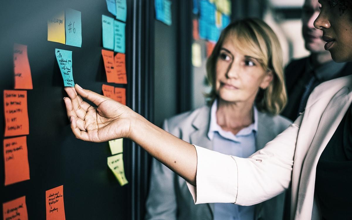 Aprende a analizar los factores externos de tu negocio con el análisis PESTEL